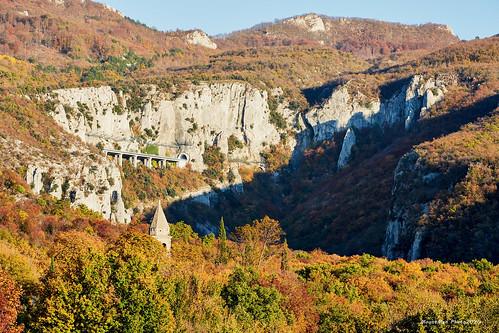 veladraga učka istra croatia landscape krajolik kanjon canyon vapnenačkitornjevi limestonetowers stijene rocks krš karst zelenilo greenery flickrunitedaward