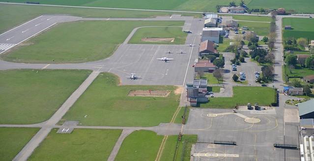 VALENCE-CHABEUIL - Zone d'activités et aéro-clubs Anciens Aérodromes parking avion hangars tour taxiways piste Drôme