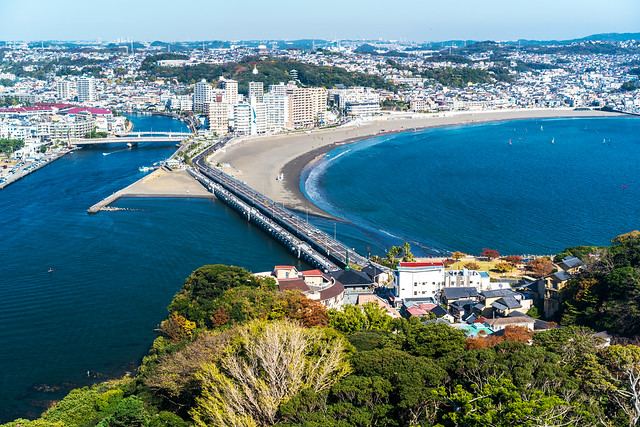 View the Shonan coast from the Enoshima observation lighthouse : 江の島展望灯台より湘南海岸の展望