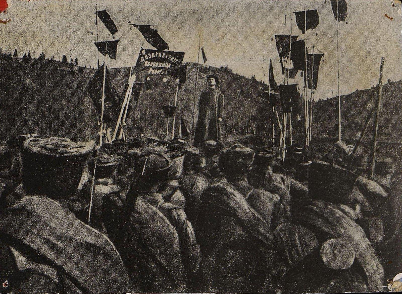 37. Солдатский митинг на фронте.