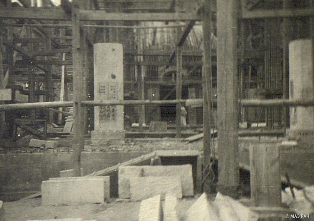 На строительстве мавзолея Сунь Ятсена (1866-1925), основателя политической партии Гоминдан, строящегося в Нанкине (2)