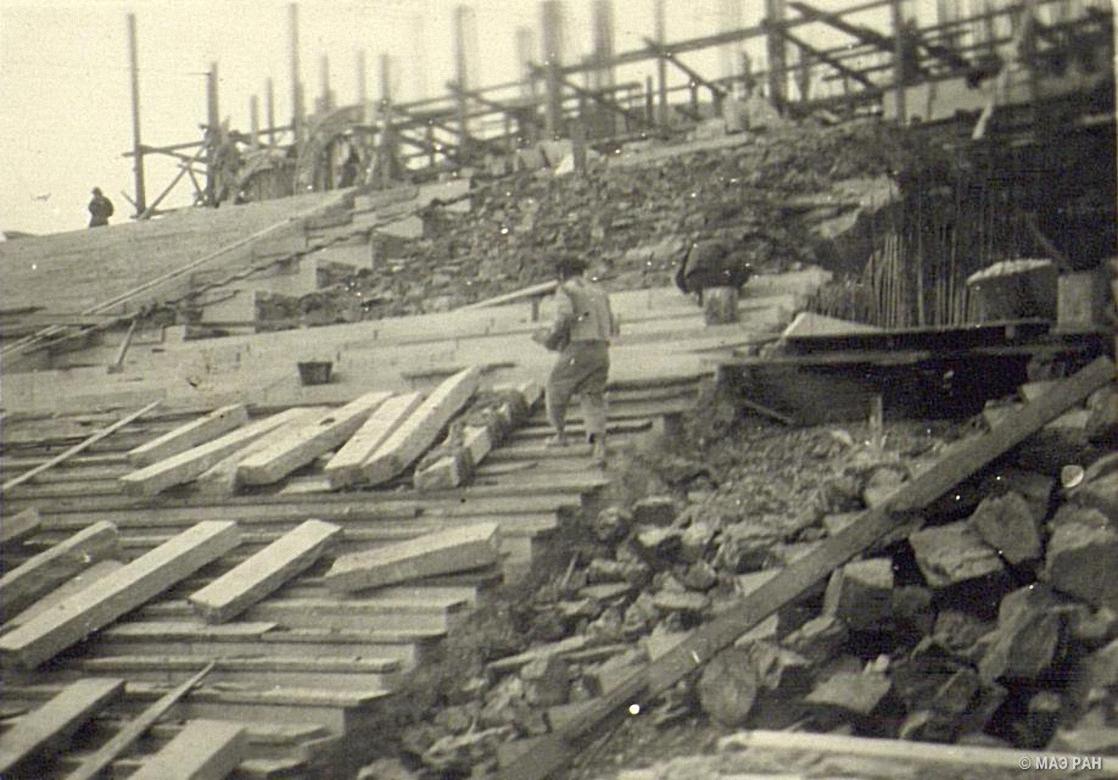 На строительстве мавзолея Сунь Ятсена (1866-1925), основателя политической партии Гоминдан, строящегося в Нанкине