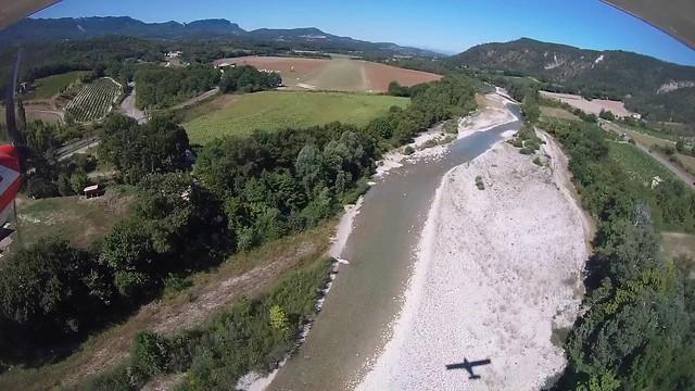 Piste en herbe approche Aubenasson terrain vol à voile Yvan de Chivré Drôme
