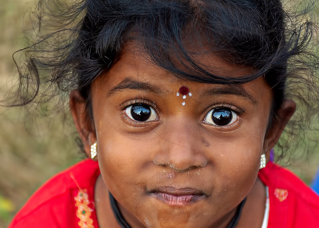 Ed è negli occhi del bambino, nei suoi occhi scuri e profondi, come notti in bianco, che nasce la luce. (Paul Éluard)