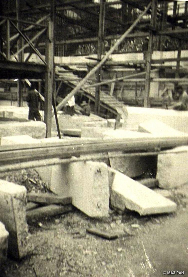 На строительстве мавзолея Сунь Ятсена (1866-1925), основателя политической партии Гоминдан, строящегося в Нанкине (3)