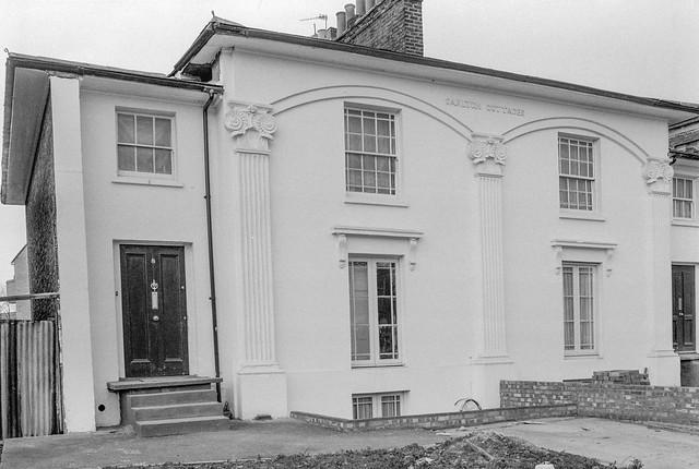 Carlton Cottages, New Cross Rd, New Cross, Southwark, 1985 85-3h-15