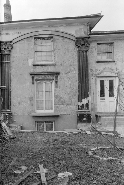 Carlton Cottages, New Cross Rd, New Cross, Southwark, 1985 85-3h-14
