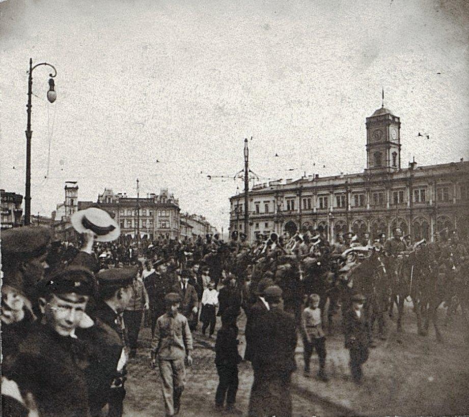54. На Знаменской площади у Николаевского вокзала