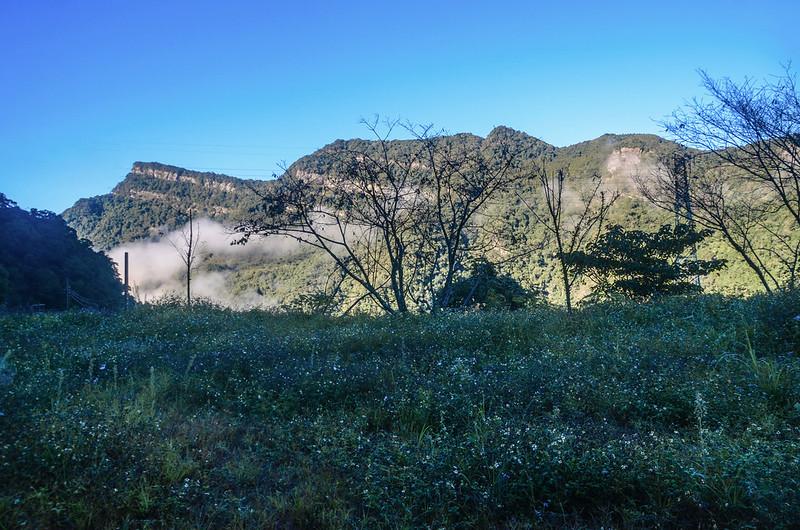 石壁山伯優農場停車處西北望向天湖山稜線 (1)