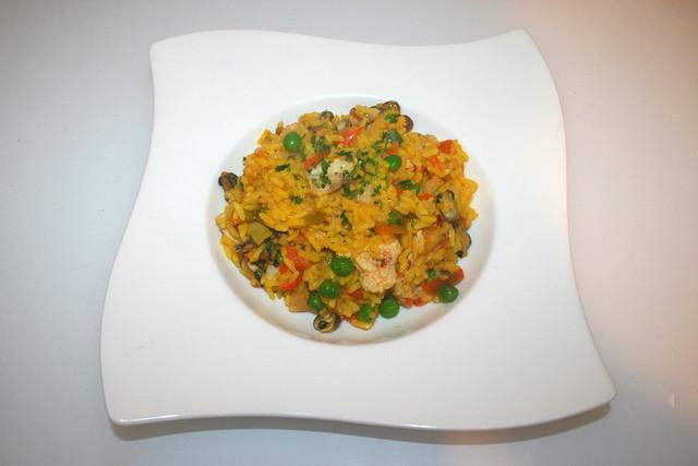 09 - gut & günstig Paella -   Served / Serviert