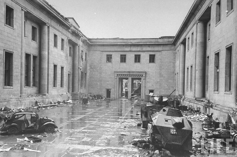 Wilton-Fijenoord-AC-Reich-Chancellery-1945-life-2