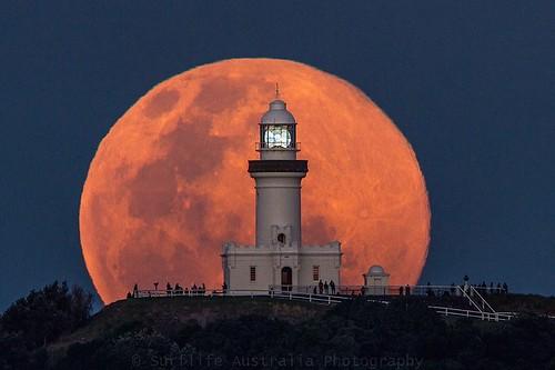 """Un """"anochecer"""" de la luna en Byron Bay"""