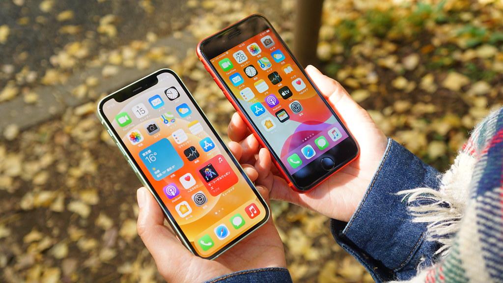 「iPhone 12 mini」と「iPhone SE」の大きさを比較