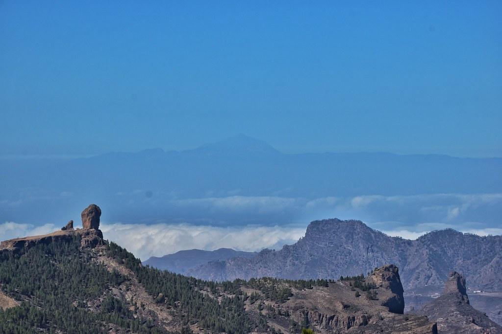 #GranCanaria - Vista da Pico de las Nieves, Roque Nublo e Pico del Teide di #Tenerife sullo sfondo