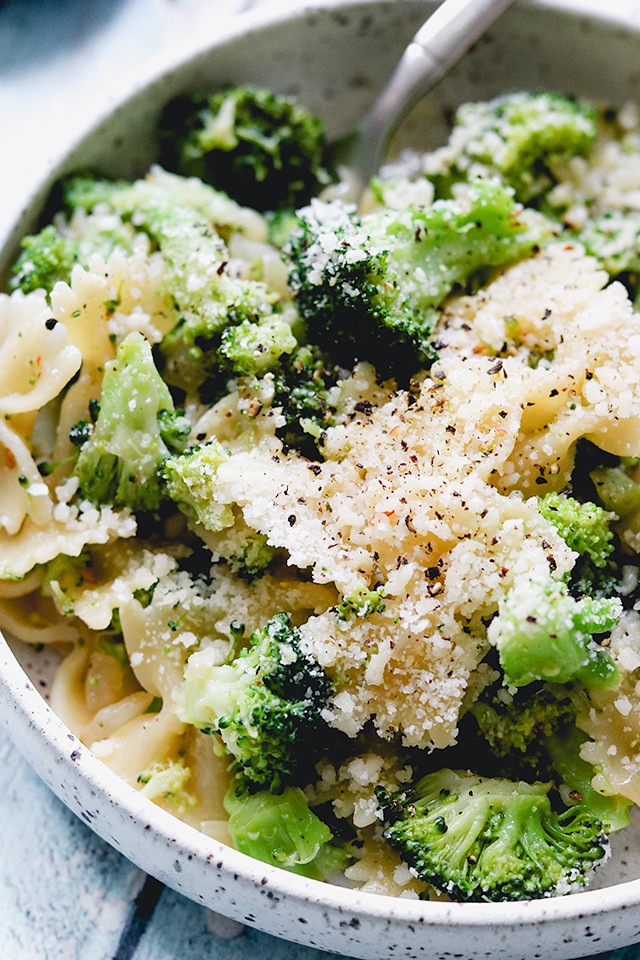 Pasta with Garlicky Broccoli Sauce
