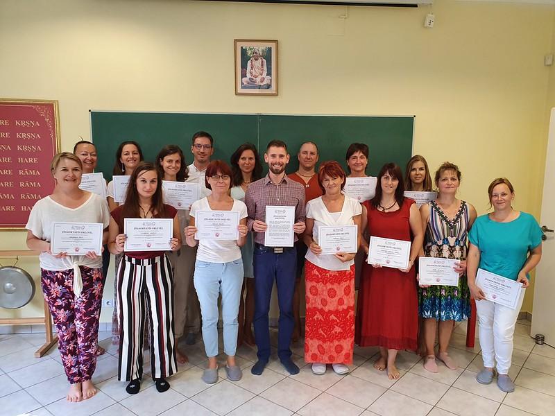 Oklevélátadó ünnepség a SelfnessYOGA Akadémia oktatói képzésén (2020 ősz)
