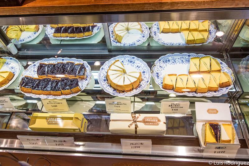 Varias de las tartas de queso de Johann's