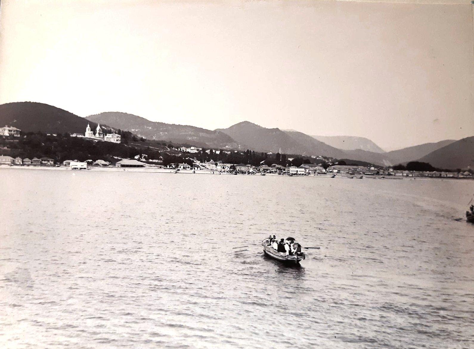 29. Вид на набережную Туапсе с моря