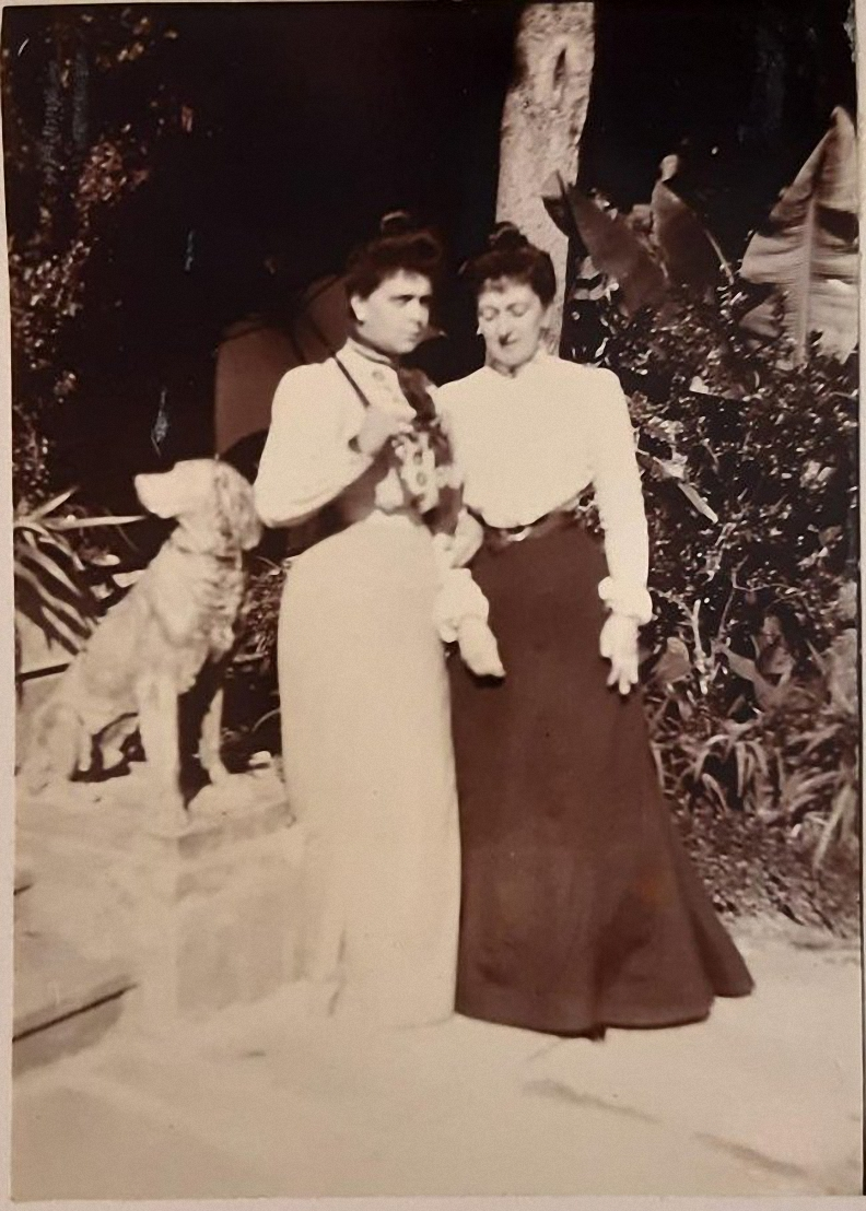23. Две дамы в саду