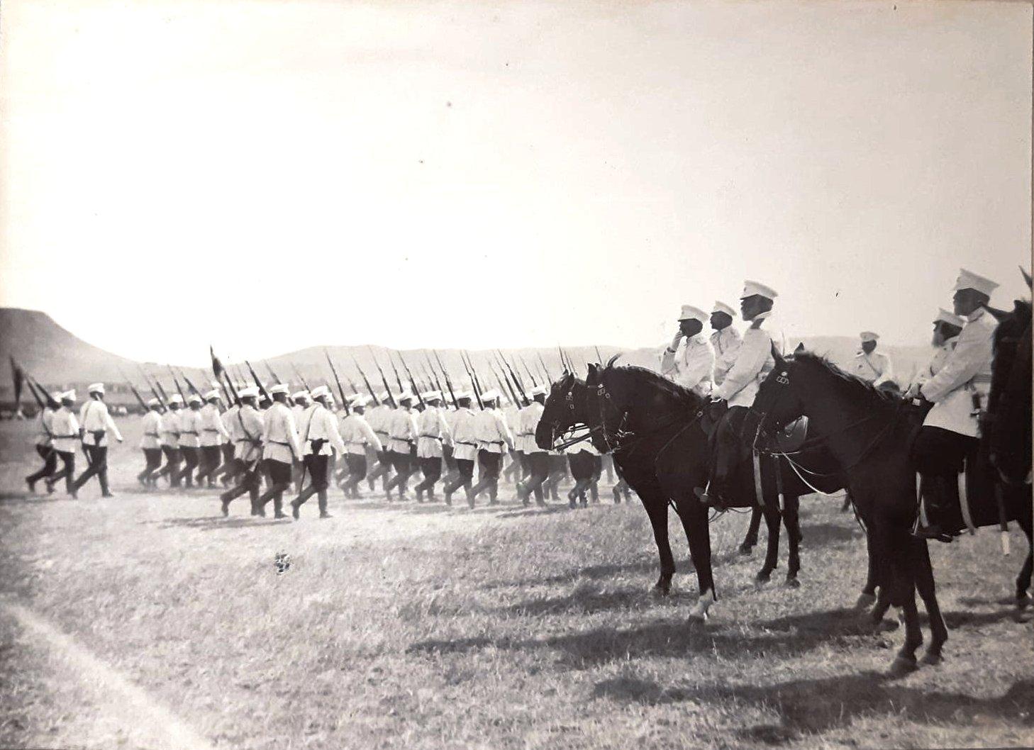 03. Военное начальство наблюдает репетицию парада