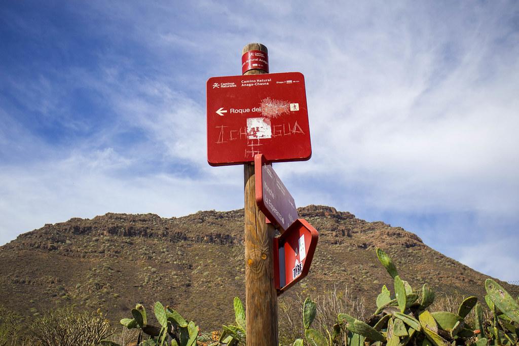 Cartel del sendero hacia Roque del Conde