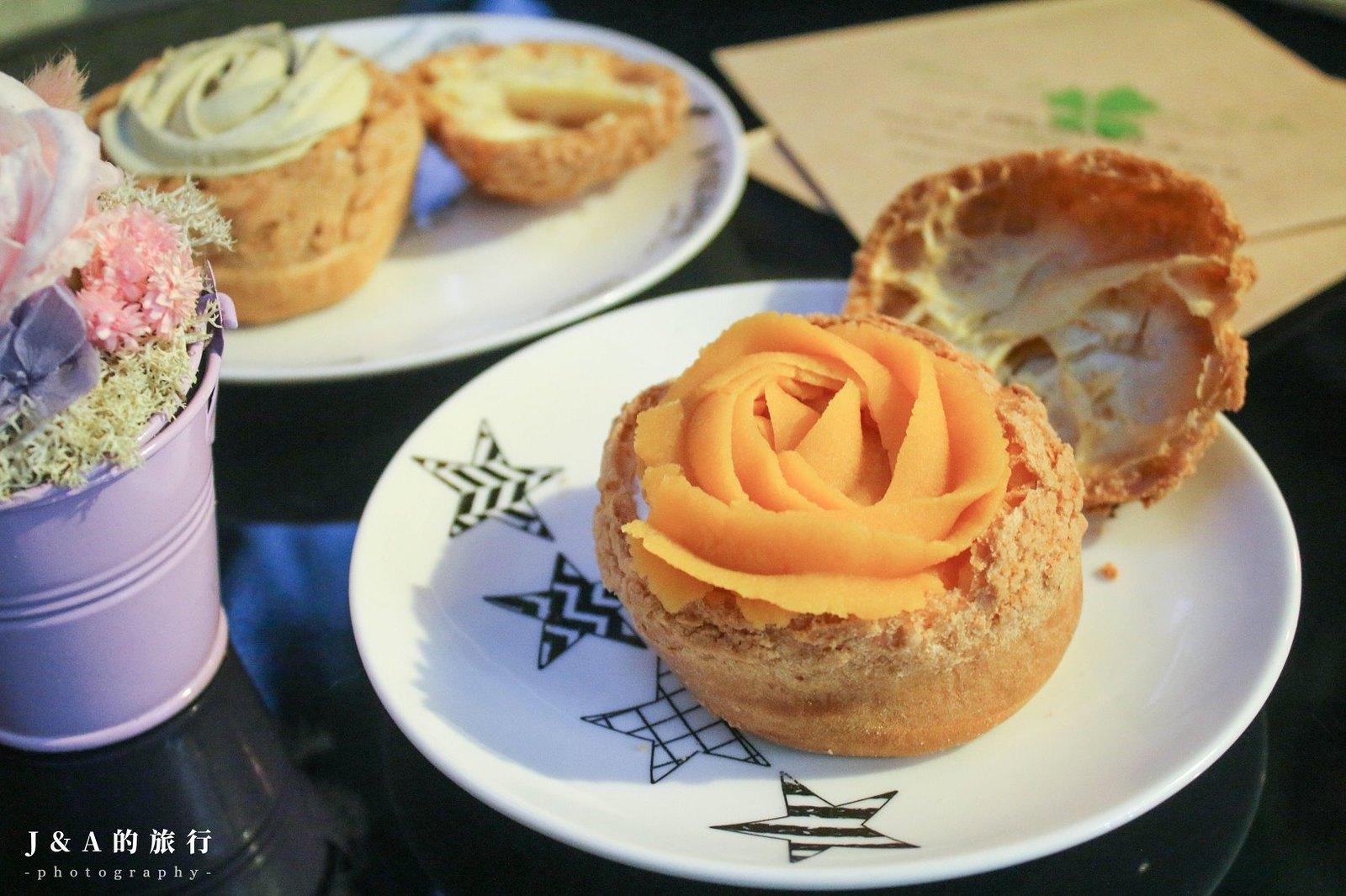 最新推播訊息:爆漿生乳餡菠蘿餅乾泡芙,上方有玫瑰花造型地瓜泥