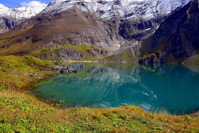 Autumn melody of a mountain lake