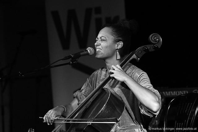 Marie Spaemann: cello, vocals, electronics