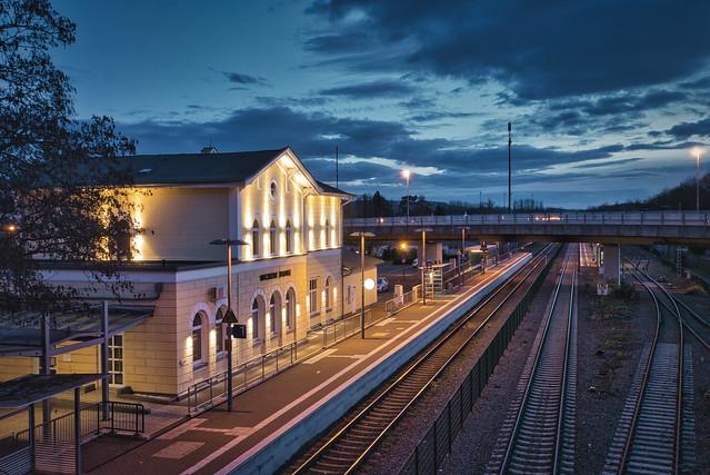 Bahnhof zur blauen Stunde (on Explore ⭐ November 16, 2020)