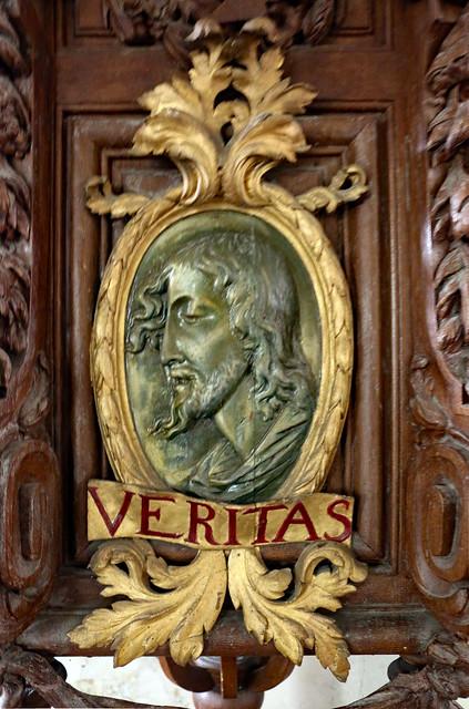 Médaillon sur la chaire de l'église Saint-Germain de La-Ferté-Loupière