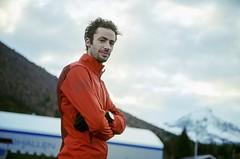 Překoná Kilian rekord legendy Kourose v běhu na 24 hodin? Sledujte živě