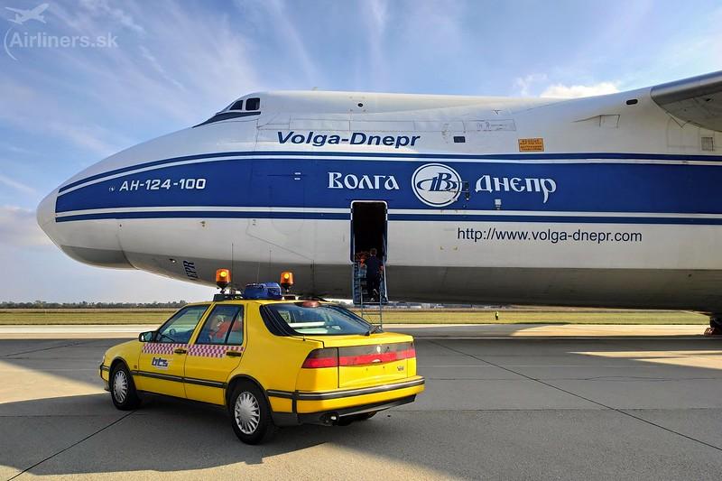 RA-82044 Volga-Dnepr Antonov An-124-100
