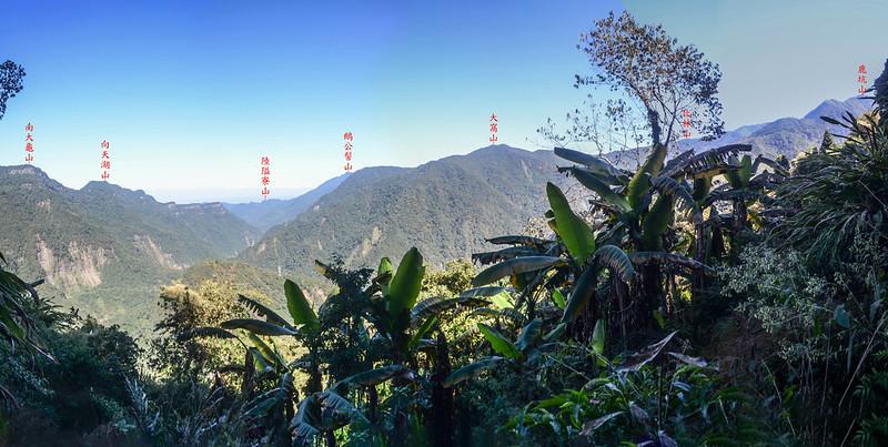 鹿湖山崩壁瘦稜(H 1203 m)東北眺群山 1-1