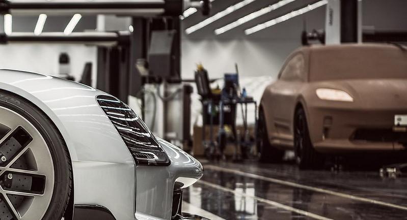 Porsche-Macan-Electric-Tease-00