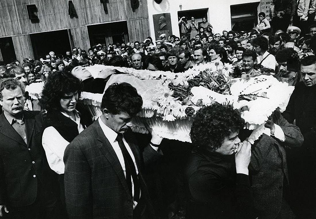 1980. Похороны Владимира Высоцкого. ул. Чкалова (Земляной вал). 28 июля (7)
