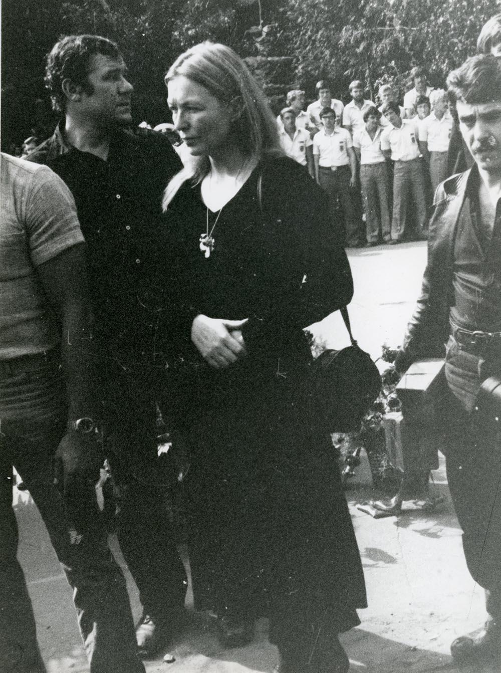 1980. Похороны Владимира Высоцкого. ул. Чкалова (Земляной вал). 28 июля (2)
