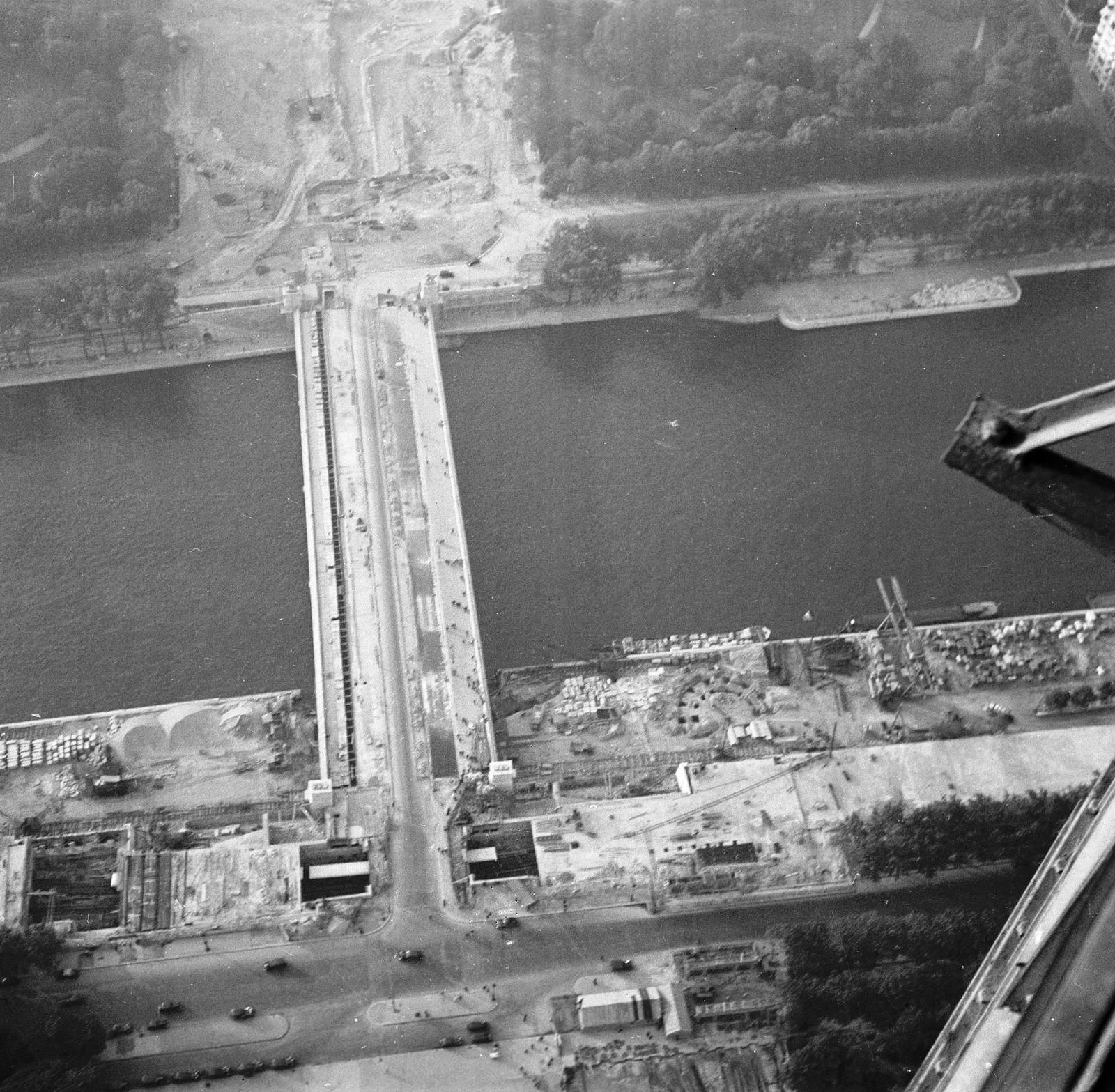 12. 1936. Расширение моста Йена для Всемирной выставки, вид с вершины Эйфелевой башни