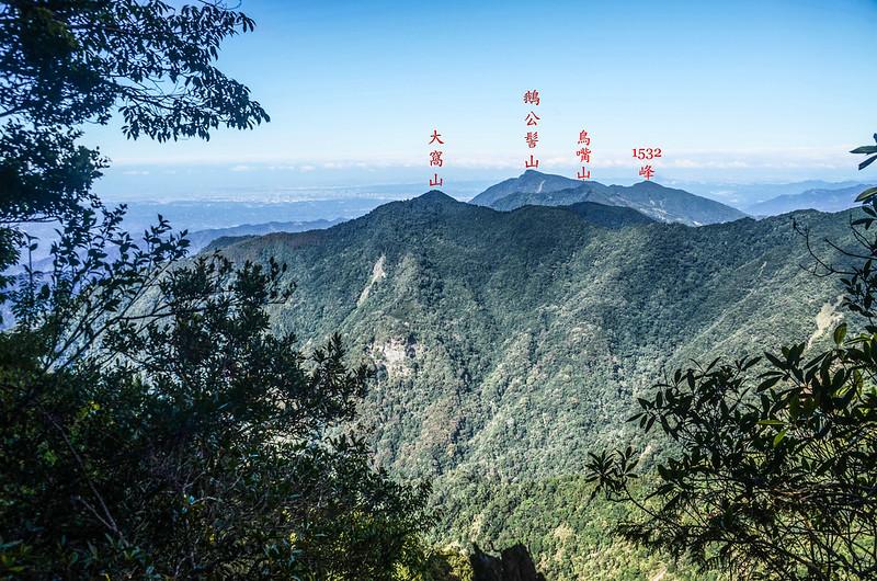 鹿坑山稜線(H 1843 m)北眺群山