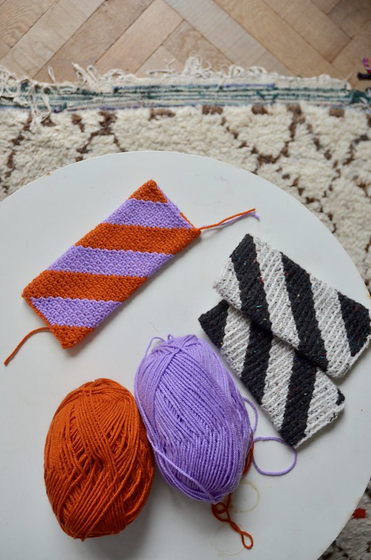 diagonal striped mittens - crochet pattern