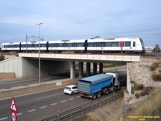 Tren de Metrovalencia (UT 4307) cruzando el puente entre Torrent y Picanya (Valencia)