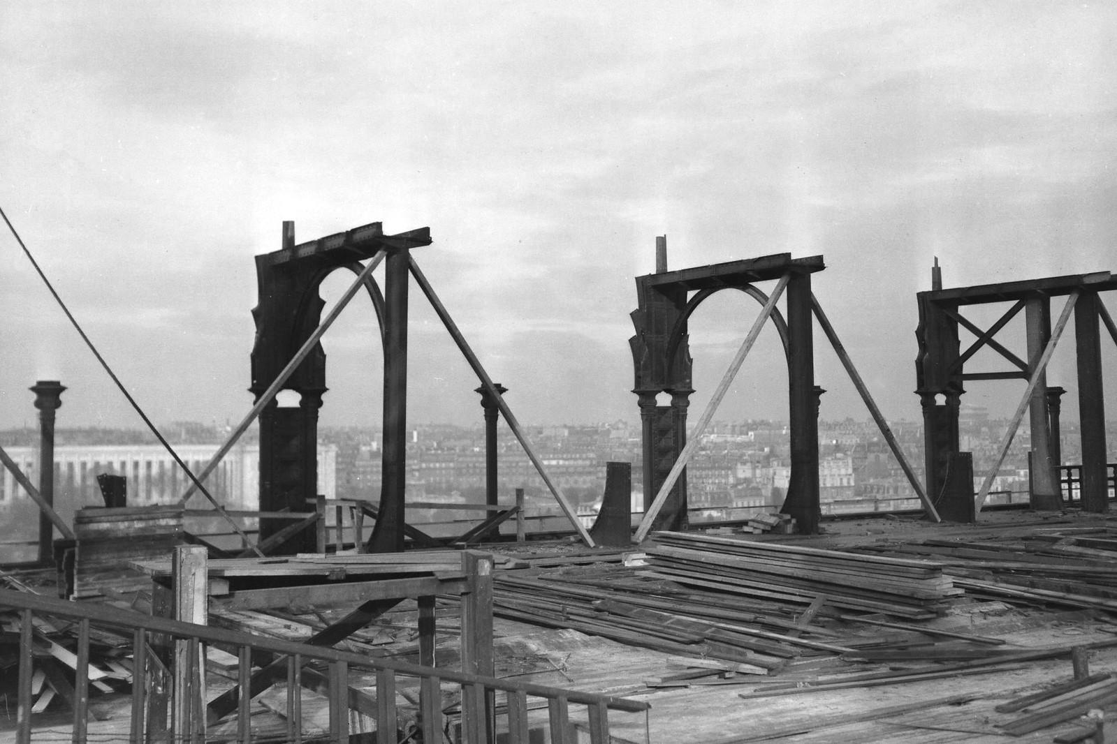 09. 1936. Модернизация декора Эйфелевой башни. 14 декабря