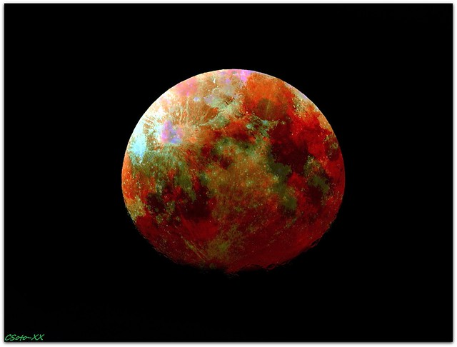 The colors of the moon