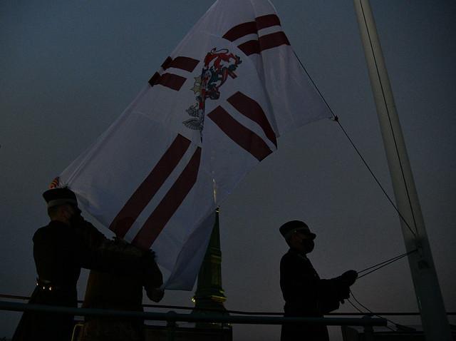 18.11.2020. Rīgas pils Svētā Gara tornī svinīgi paceļ Latvijas valsts karogu