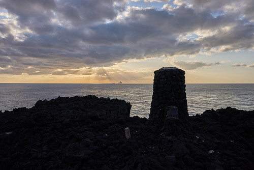 今崎海岸の灯台跡