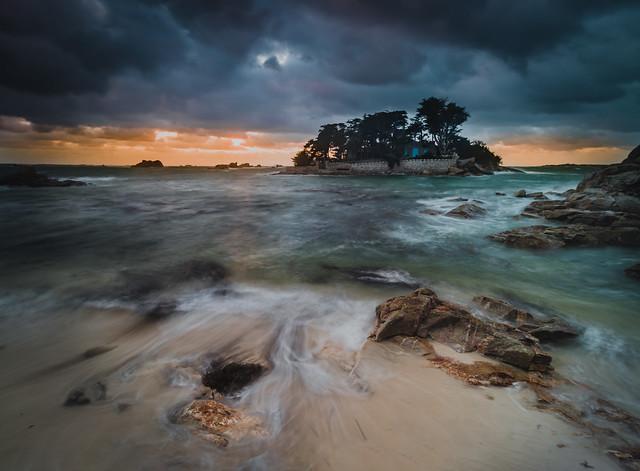 Coucher de soleil sur l'îlot Jacopin, à la Pointe de Perharidy