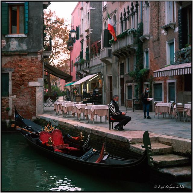 Aspettano e credono_Venezia 2020_Rolleiflex 2.8E