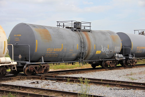 utlx645010tankcaruniontankcarcompany utlx645010tankcar uniontankcarcompany utlx645010 tankcar utlx 645010 tank car therobertwwillafordrailroadmuseum plantcityviewingplatform historicdowntownplantcity plantcity hillsboroughcounty florida usa prout geraldwayneprout canon canoneos60d eos 60d digital dslr camera canonlensef70300mmf456isusm lens ef70300mmf456isusm photographed photography rollingstock rail railway transport equipment transportation railroad tracks hillsborough county stateofflorida placard2215 maleicanhydride