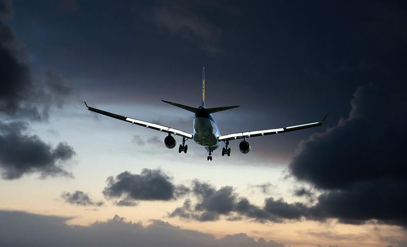 Ylibuukattu lento, lennon myöhästyminen, lennon siirtyminen