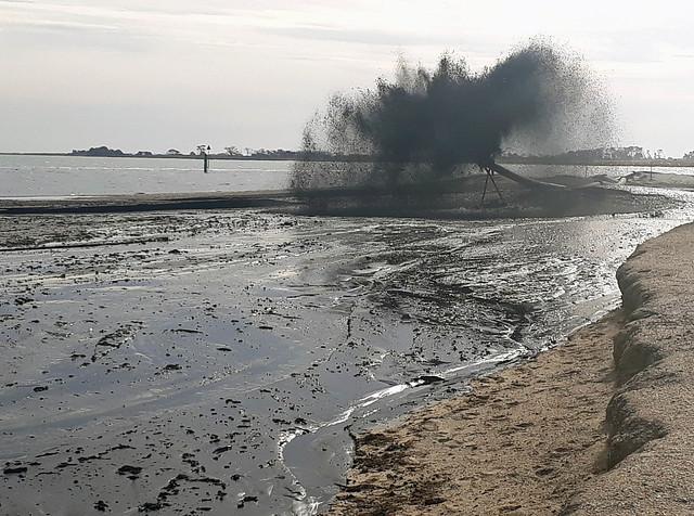 20201118_172915 sludge at Werribee South