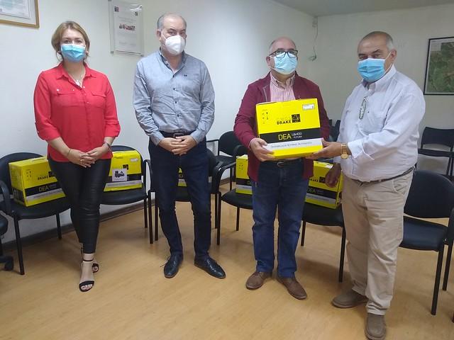 Municipalidad junto al DAEM entregan desfibrildores a establecimientos educacionales